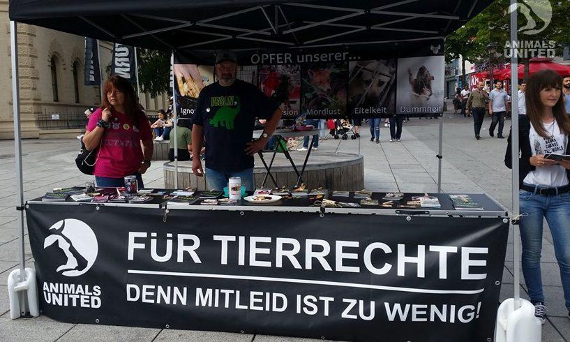 Infostand der Saarland Aktionsgruppe