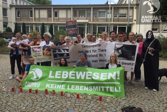 Animals United vor dem Landwirtschaftsministerium in Hannover