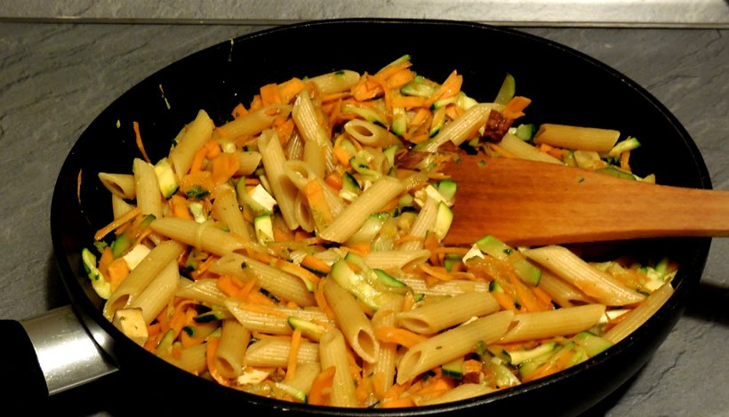 Tierleidfrei genießen: Gemüsepfanne mit Nudeln