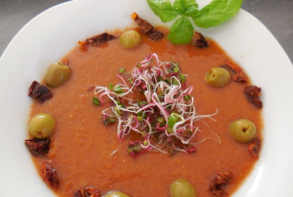 Tierleidfrei genießen: Rohe Gemüsesuppe