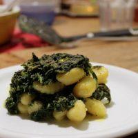 Tierleidfrei genießen: Spinat-Gnocci-Auflauf