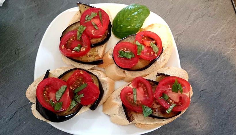 Tierleidfrei genießen: Tomaten-Auberginen-Baguette