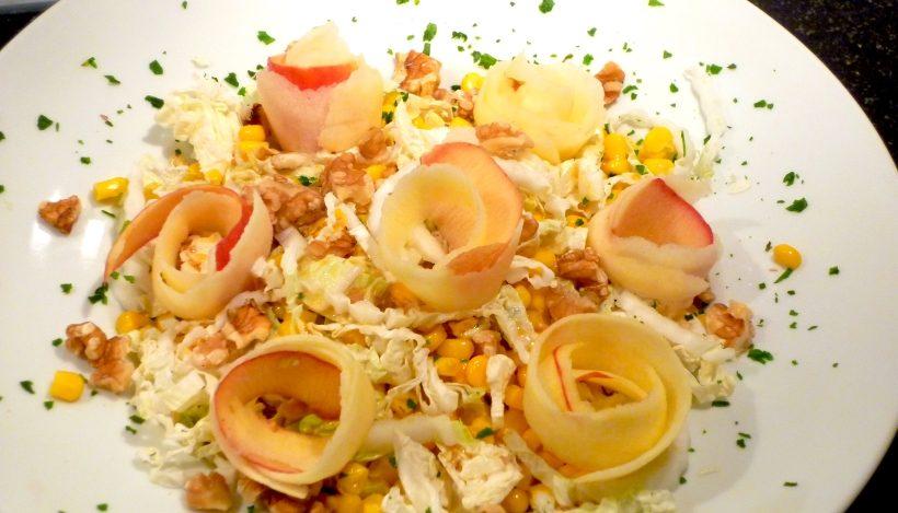 Tierleidfrei genießen: Chinakohlsalat mit Apfelblüten