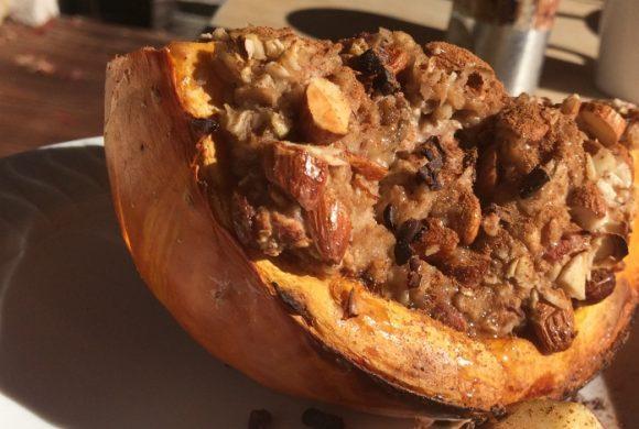 Tierleidfrei genießen: Frühstücks-Kürbis mit Porridge