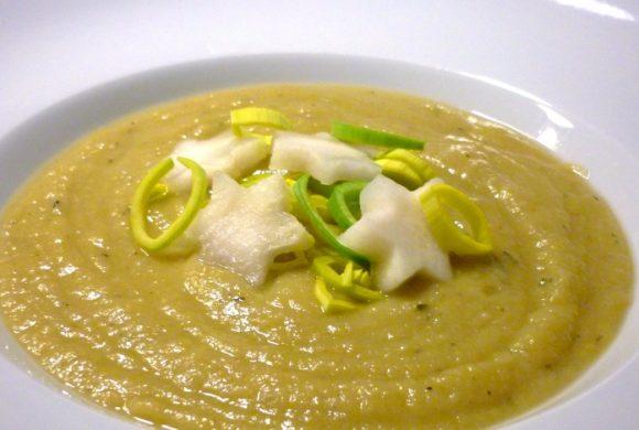 Tierleidfrei genießen: Kohlrabi-Lauch-Cremesuppe