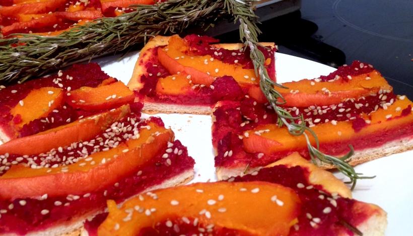 Tierleidfrei genießen: Kürbis-Rote Beete-Pizza