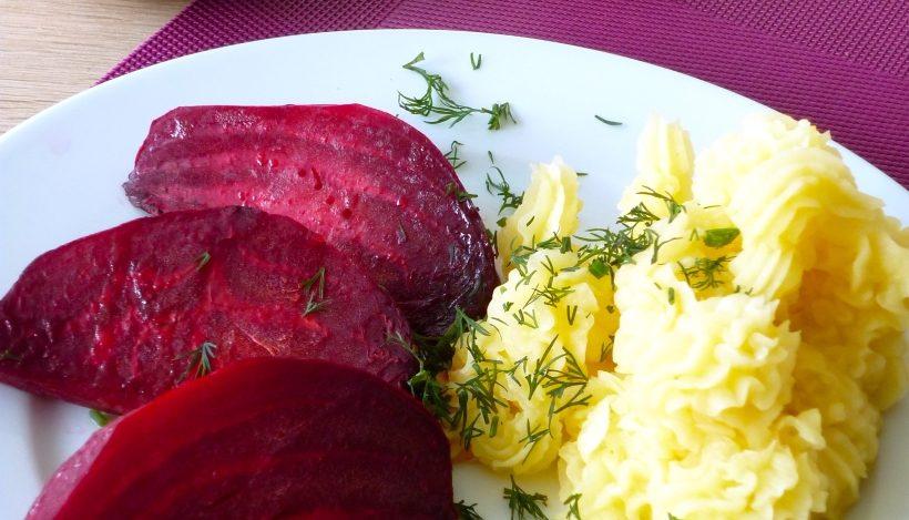 Tierleidfrei genießen: Skordalia mit gebackener roter Beete